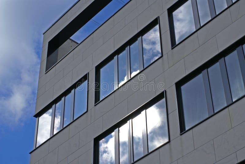 небо фасада самомоднейшее зловещее стоковые изображения rf