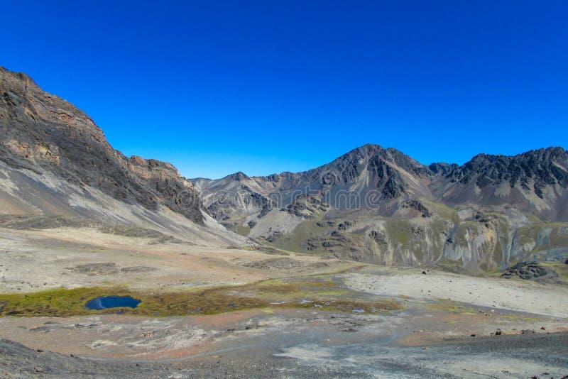 Небольшое озеро в горе Платоне стоковые изображения rf