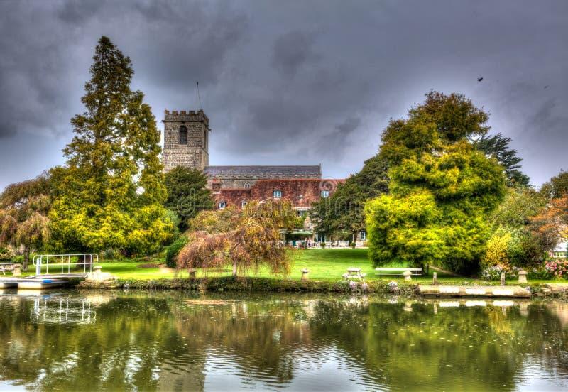 Небольшой город Дорсет Wareham Дорсета церков дамы St Mary исторический расположенный на реку Frome в красочном HDR стоковые изображения