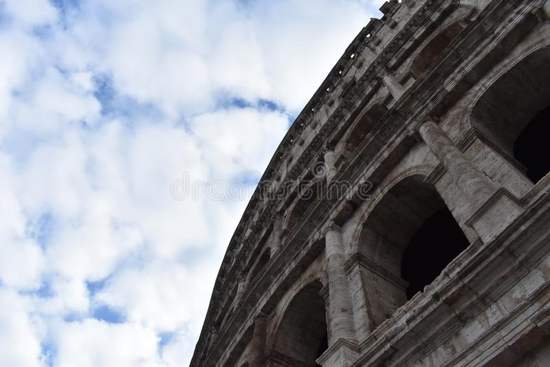 Небо Colosseum стоковое изображение rf