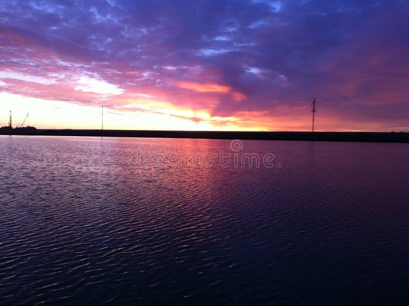 Небо Yamal в лучах заходящего солнца стоковые изображения rf