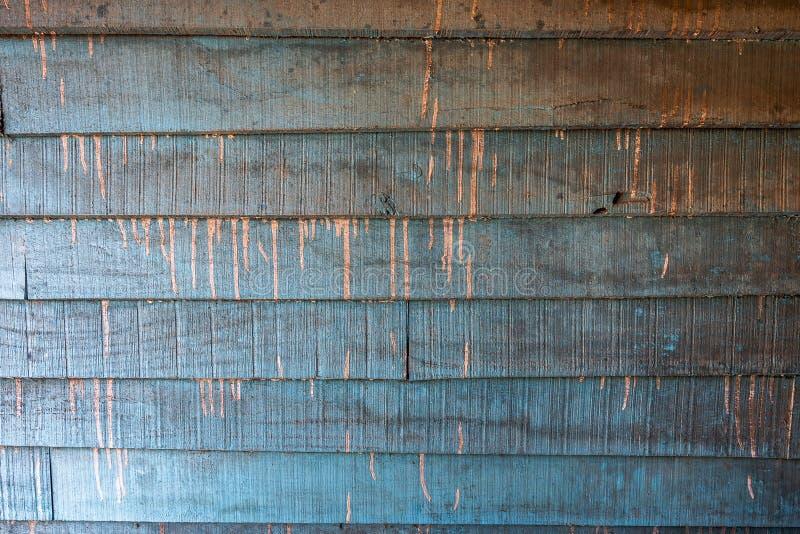 Небрежный цвет падает текстуры предпосылки или старые деревянные обои клали горизонтальное, коричневый, белый и светлый - синь по стоковые изображения rf
