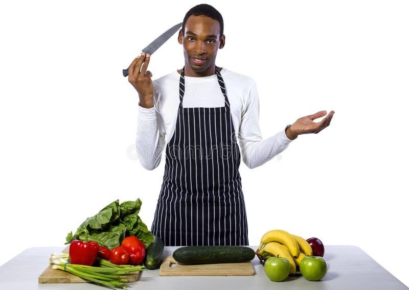 Невежественный мужской шеф-повар на белой предпосылке стоковые фото