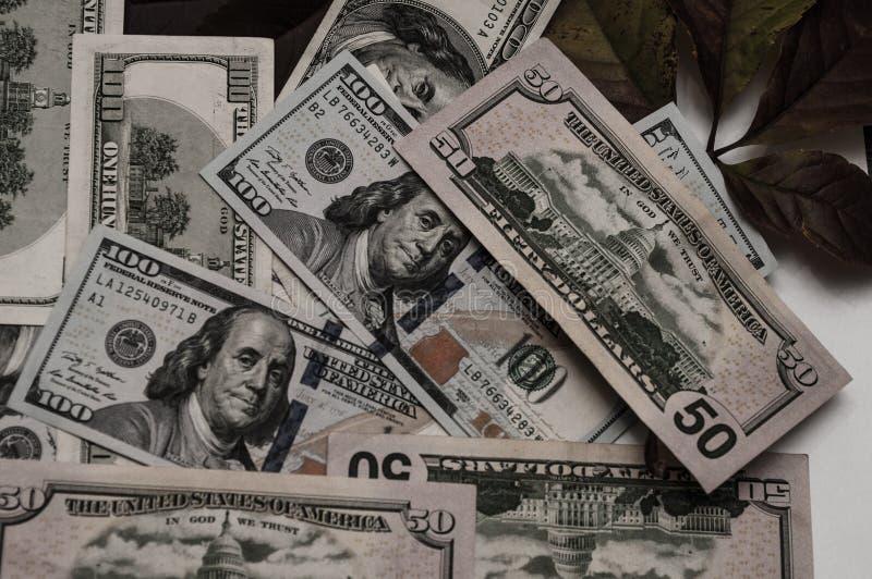 Невероятное количество денег показано в изображении стоковые фото