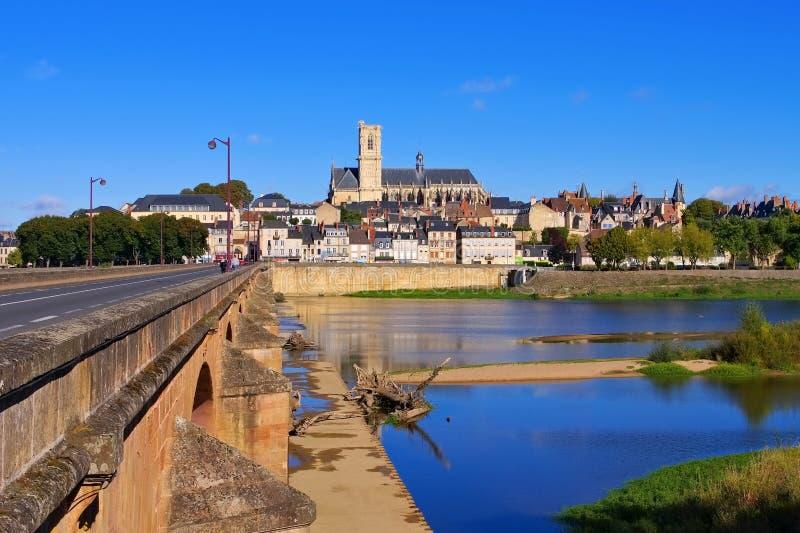 Невер в бургундском, соборе и реке Луара стоковое фото