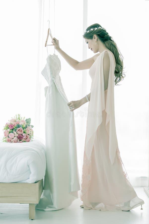 Невеста и платье weddign стоковое фото rf
