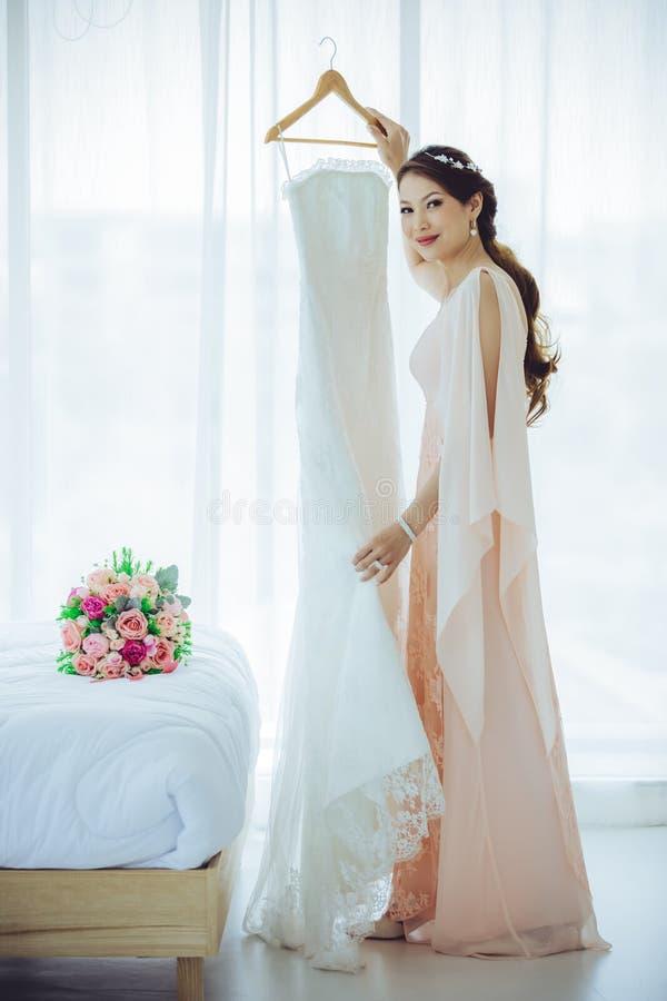 Невеста и платье weddign стоковое изображение