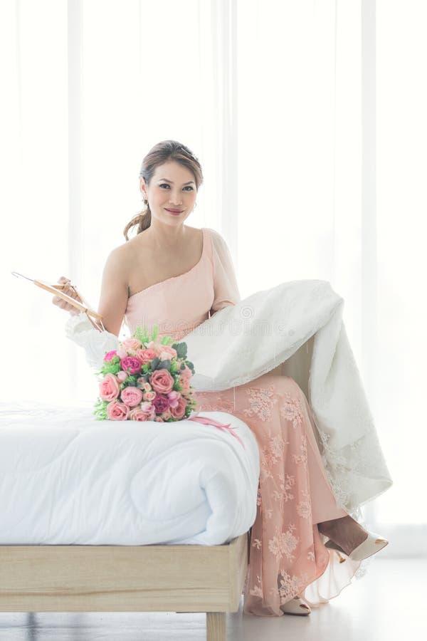 Невеста и платье weddign стоковая фотография