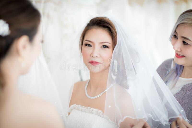 Невеста и bricking стоковые изображения