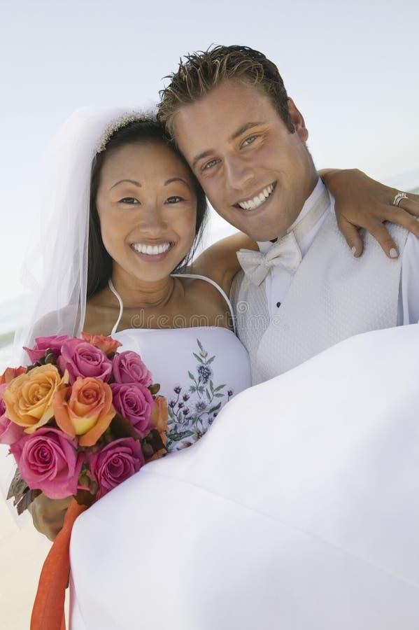 Невеста нося Groom стоковое фото rf