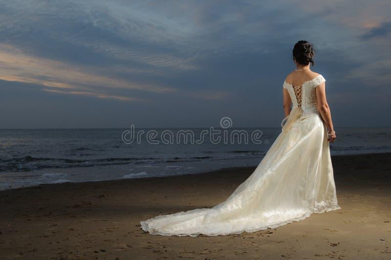 невеста пляжа стоковая фотография rf