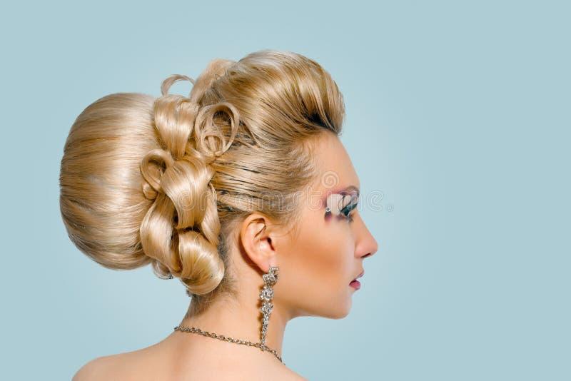 Невеста с творческими макияжем и стилем причесок стоковая фотография