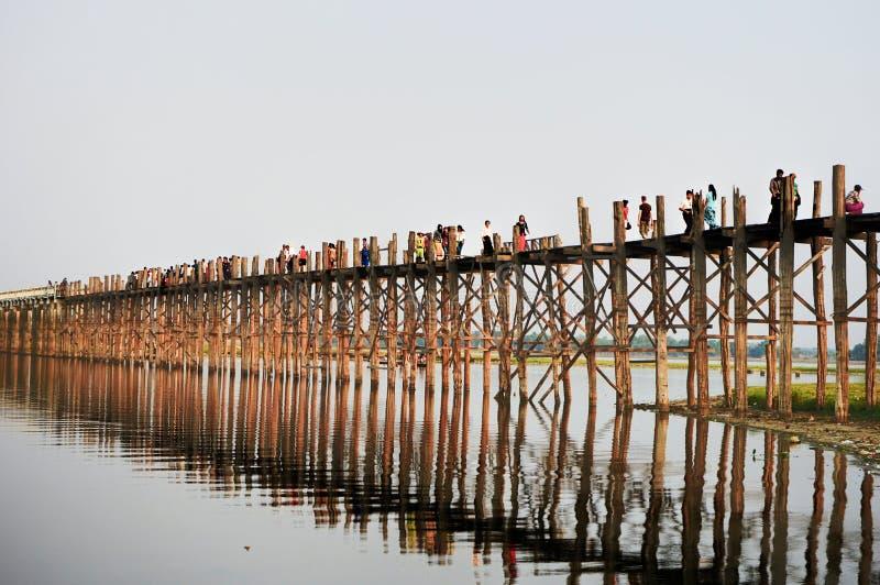 Невеста u Bein в Мандалае Мьянме Бирме Amarapura Taungthaman Pon стоковое фото rf