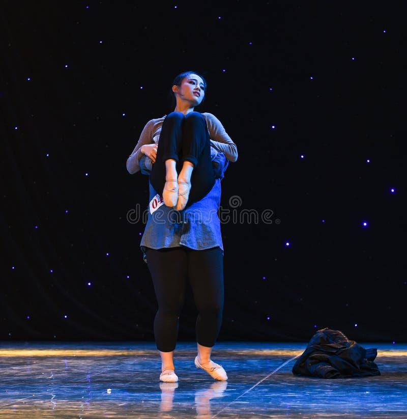 Невыносимая легковесность Быть-современного танца стоковое фото