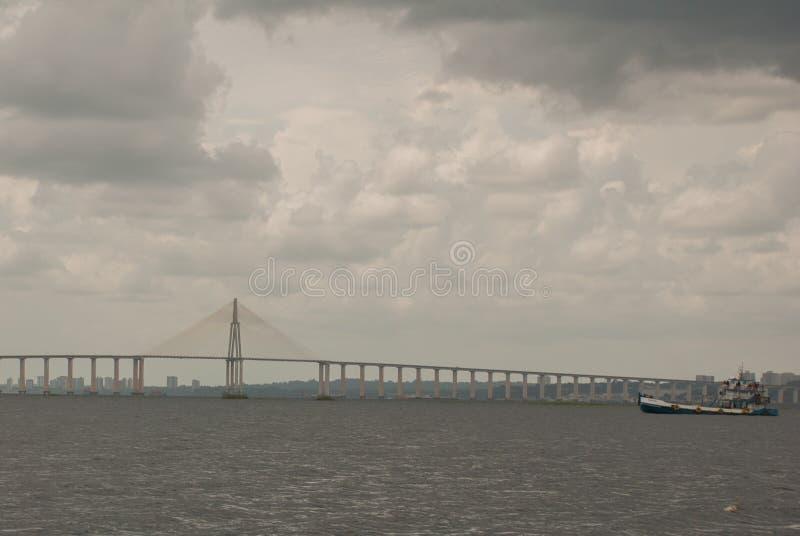 Негр Ponte Рио в Бразилии Мост Манаус Iranduba мост над негром Рио который соединяет города Манаус и Iranduba стоковые фото