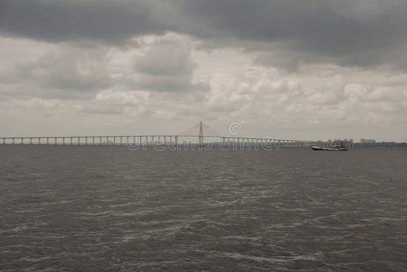 Негр Ponte Рио в Бразилии Мост Манаус Iranduba мост над негром Рио который соединяет города Манаус и Iranduba стоковое изображение
