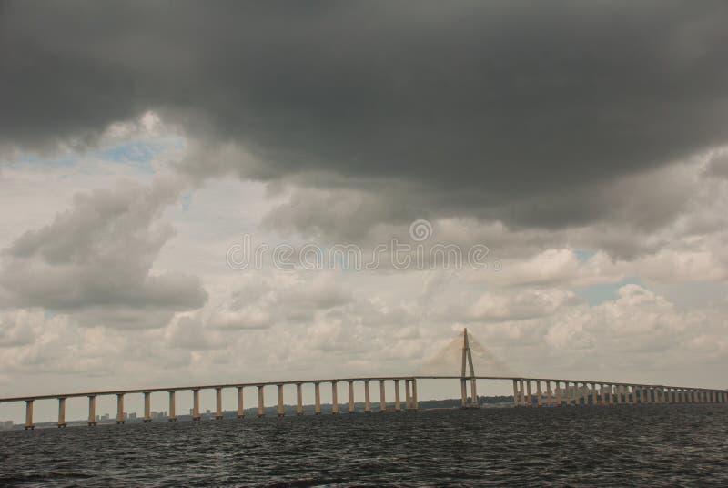 Негр Ponte Рио в Бразилии Мост Манаус Iranduba мост над негром Рио который соединяет города Манаус и Iranduba стоковая фотография rf