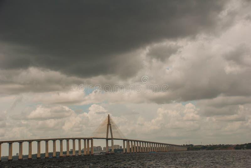 Негр Ponte Рио в Бразилии Мост Манаус Iranduba мост над негром Рио который соединяет города Манаус и Iranduba стоковые изображения rf