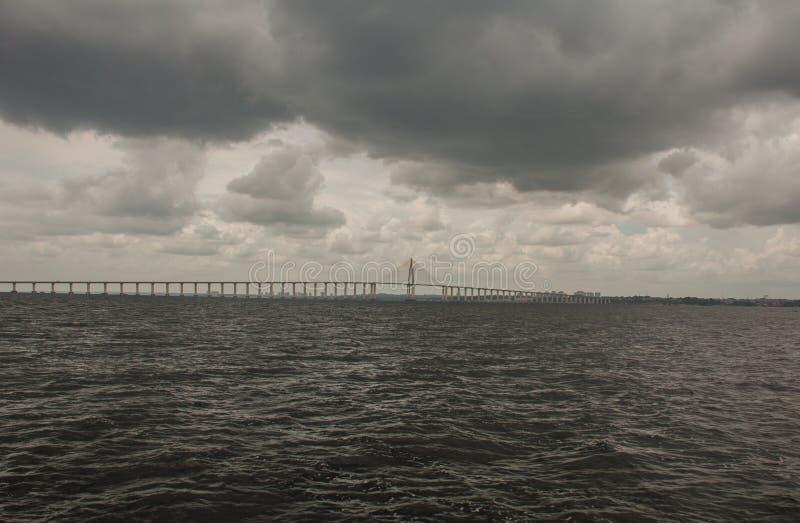 Негр Ponte Рио в Бразилии Мост Манаус Iranduba мост над негром Рио который соединяет города Манаус и Iranduba стоковые изображения