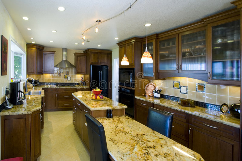 недавно remodeled кухня стоковое изображение