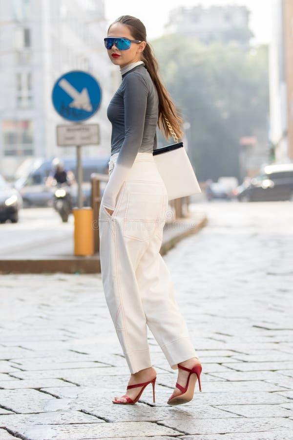 Неделя 2018 моды женщины милана стоковые фотографии rf