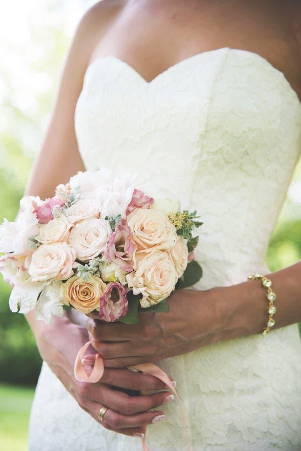Нежные цветки свадьбы лета стоковое изображение rf