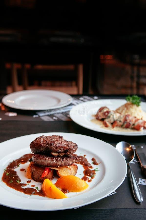 Нежный стейк mignon филе говядины с соусом подливки красного вина конец стоковая фотография