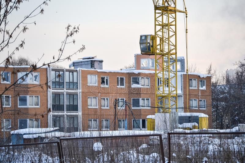 Незаконченная и получившаяся отказ строительная площадка жилого дома Россия стоковое фото