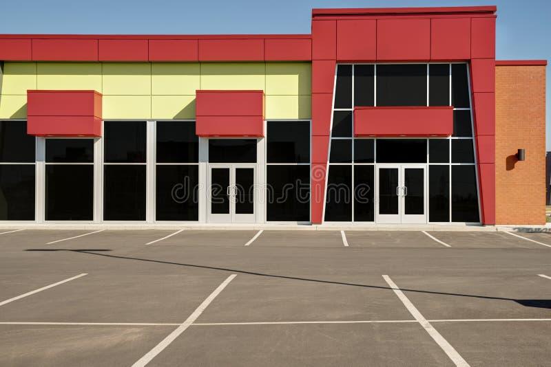 Незанятый родовой фронт магазина, дело или профессиональные размеры офиса стоковая фотография rf