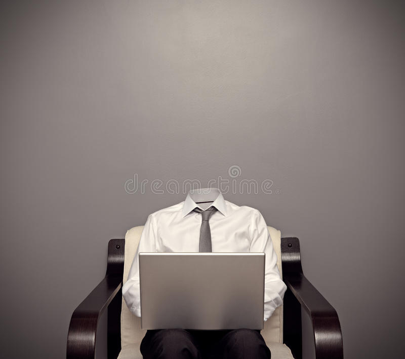 Незримый человек работая с компьтер-книжкой стоковое изображение rf