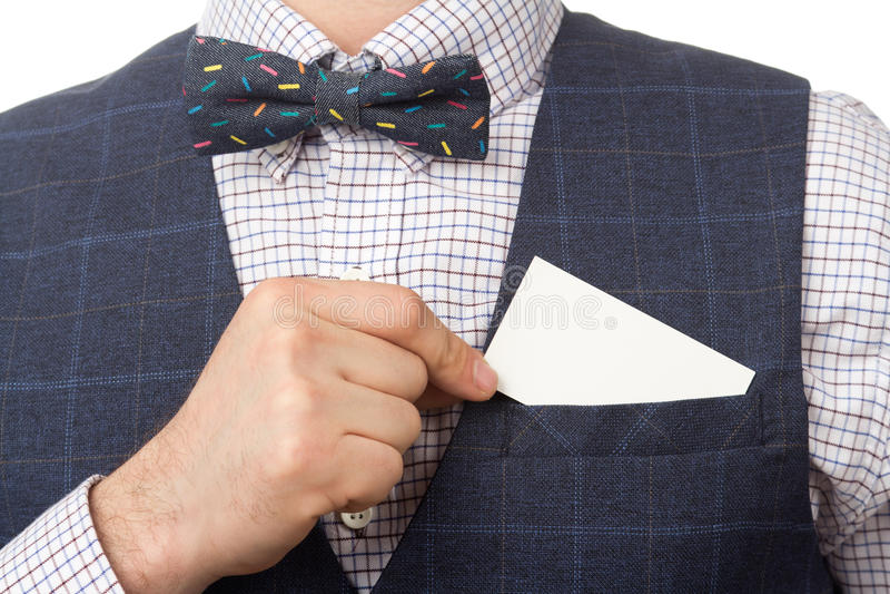 Неизвестный бизнесмен кладет визитную карточку в карманн стоковые изображения rf