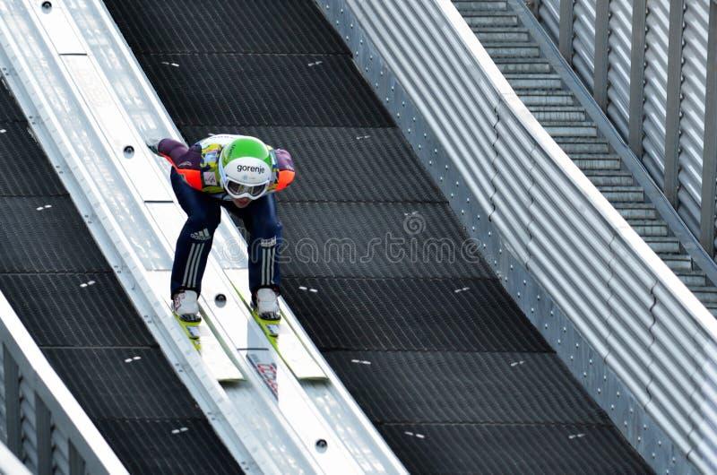 Неизвестный шлямбур лыжи стоковое фото