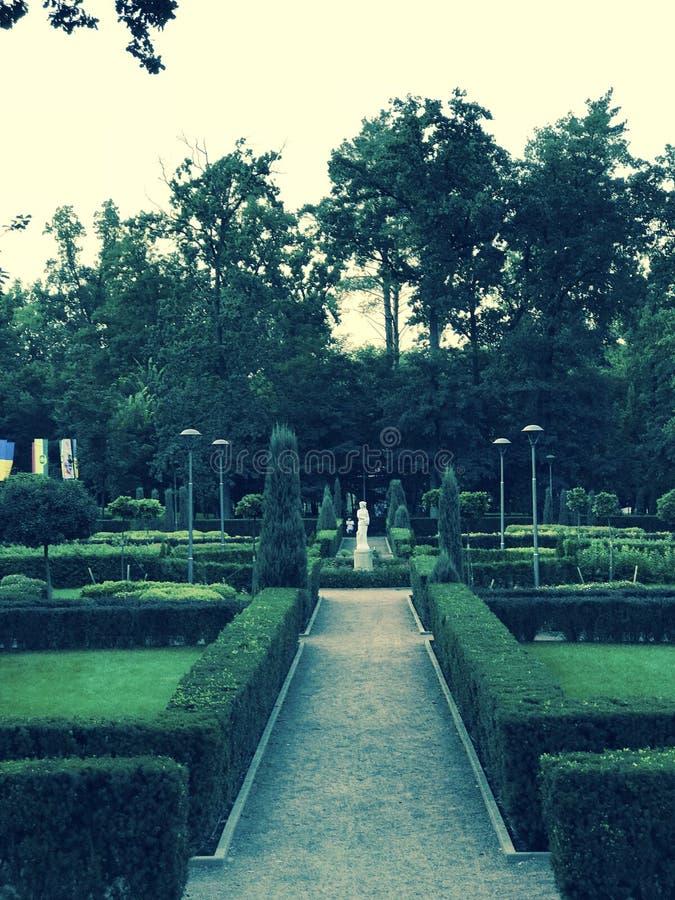 Неимоверные и красивые французские сады Bucha - ВЛЮБЛЕННОСТИ - BUCHA - УКРАИНА стоковая фотография rf
