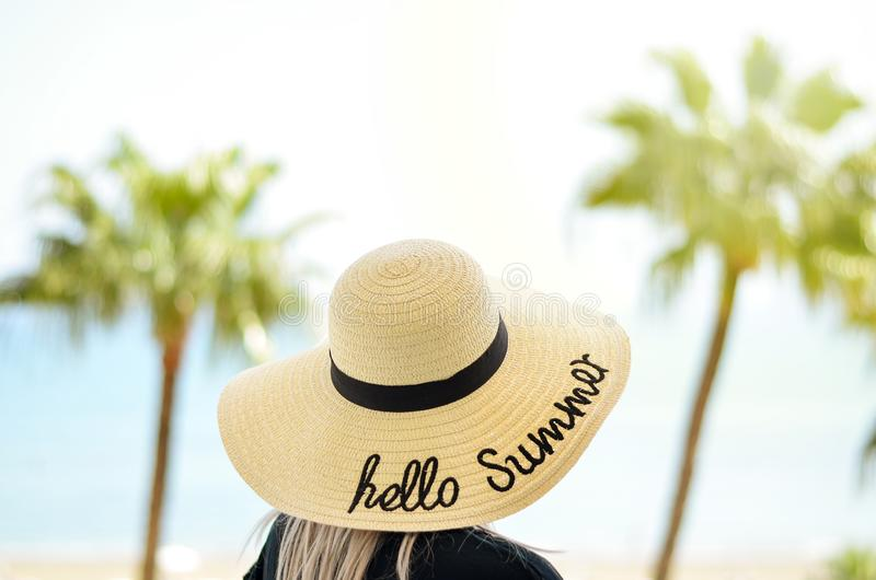 Неимоверные преимущества идти на пляж стоковые фото
