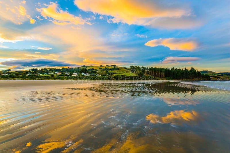 Неимоверный заход солнца на Тихоокеанском побережье стоковое фото rf