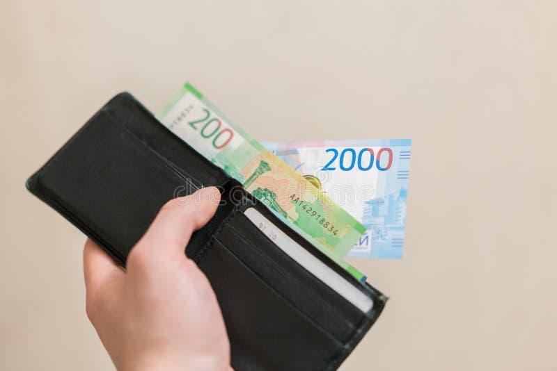 Некоторая русская валюта, включая новые 200 и 2000 счетов рубля стоковое фото