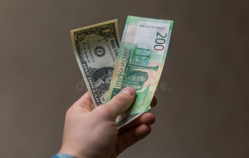 Некоторая русская валюта, включая новые 200 и 2000 счетов рубля стоковые изображения rf