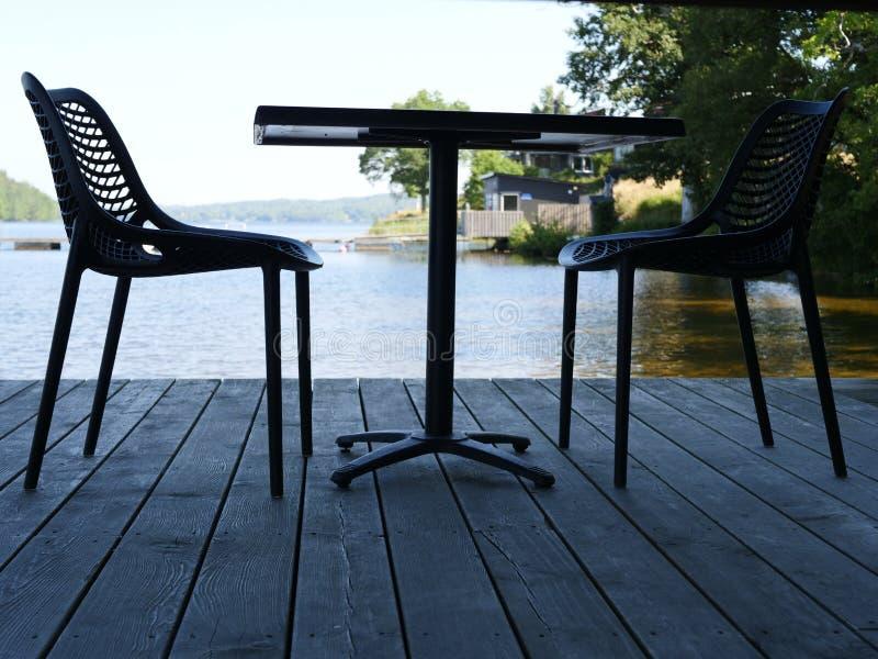 Некоторые дизайнерские стулья стоковое изображение rf