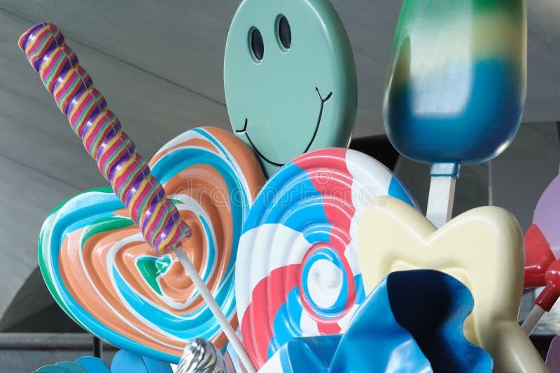 Некоторые дисплеи реплики конфет и десертов мороженого стоковое изображение