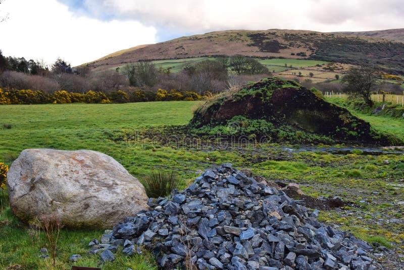 Некоторые камни и горы стоковые изображения