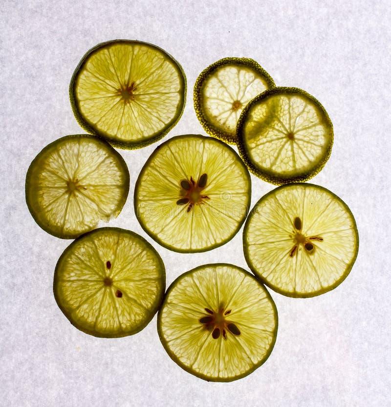 Download Некоторые куски известки на белизне Стоковое Изображение - изображение насчитывающей плодоовощ, еда: 37925307