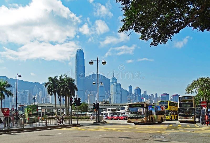 Некоторые шины на автобусной станции на дороге Солсбери в Tsim Sha Tsui, Гонконге стоковая фотография rf