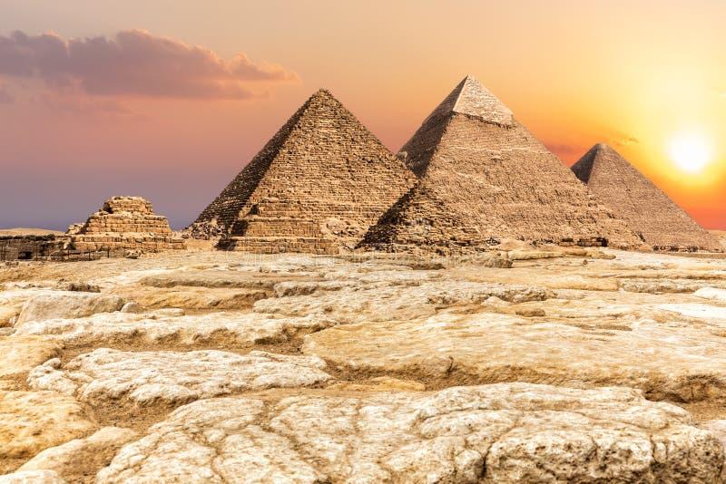 Некрополь Гизы, известные пирамиды в пустыне, Египте стоковая фотография
