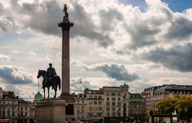 Нельсон и король Джордж в квадрате Trafalgar стоковая фотография