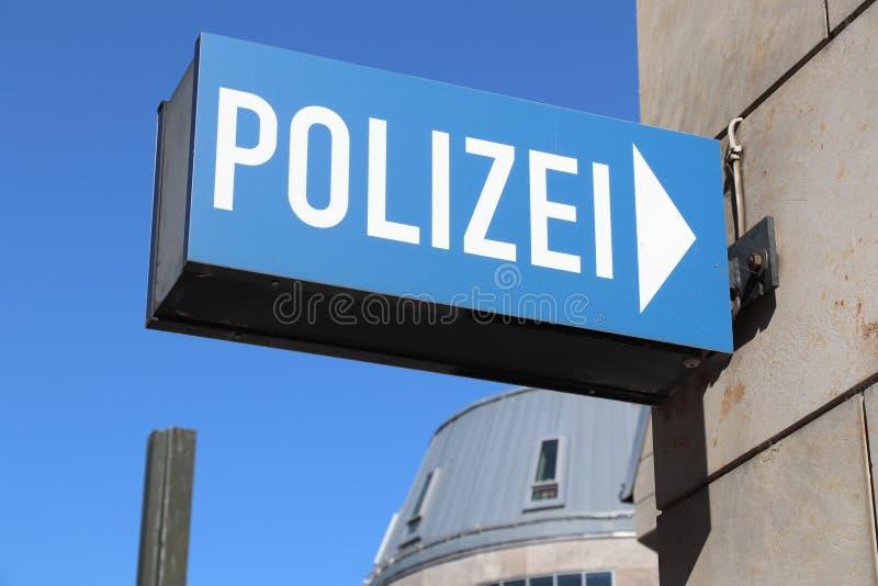 Немецкая полиция подписывает стоковое изображение