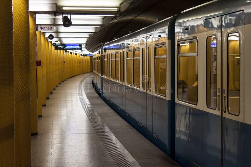 Немецкая станция метро стоковая фотография
