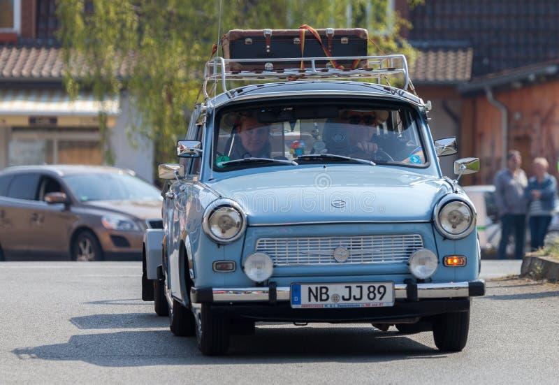 Немецкие trabant приводы автомобиля на улице стоковые изображения rf