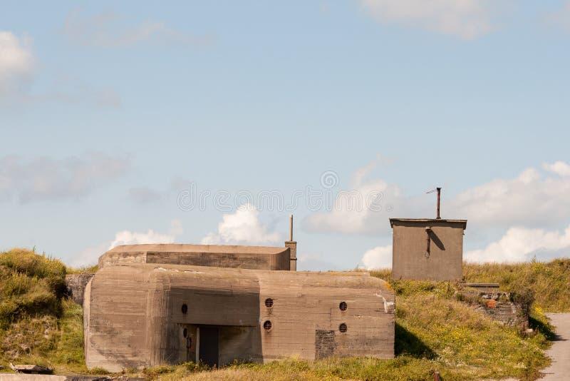Немецкий бункер WWII в дюнах Остенде Бельгии стоковая фотография
