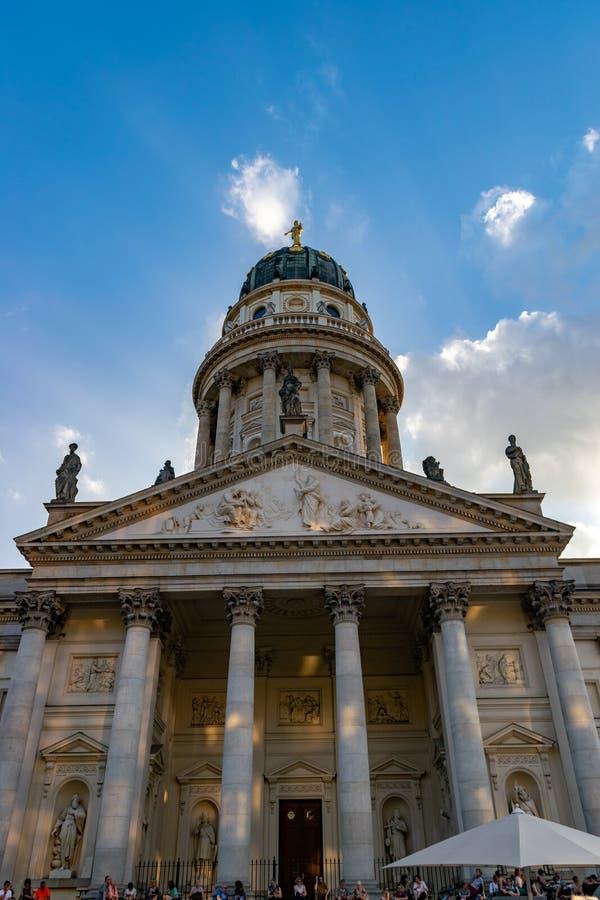 Немецкий купол в Берлине, Германии, на заходе солнца стоковая фотография