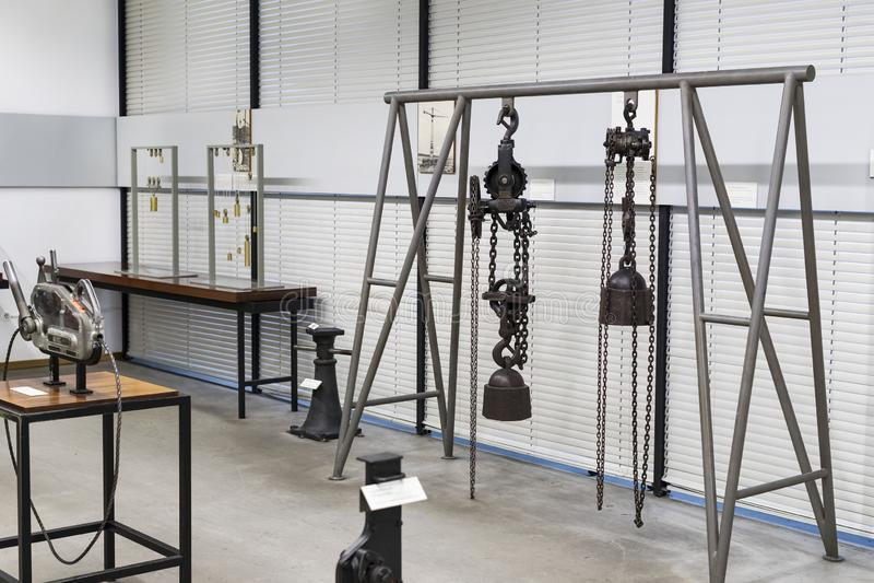 Немецкий музей достижений науки и техники представляет собой экспозицию старых механизмов производства энергии стоковое фото